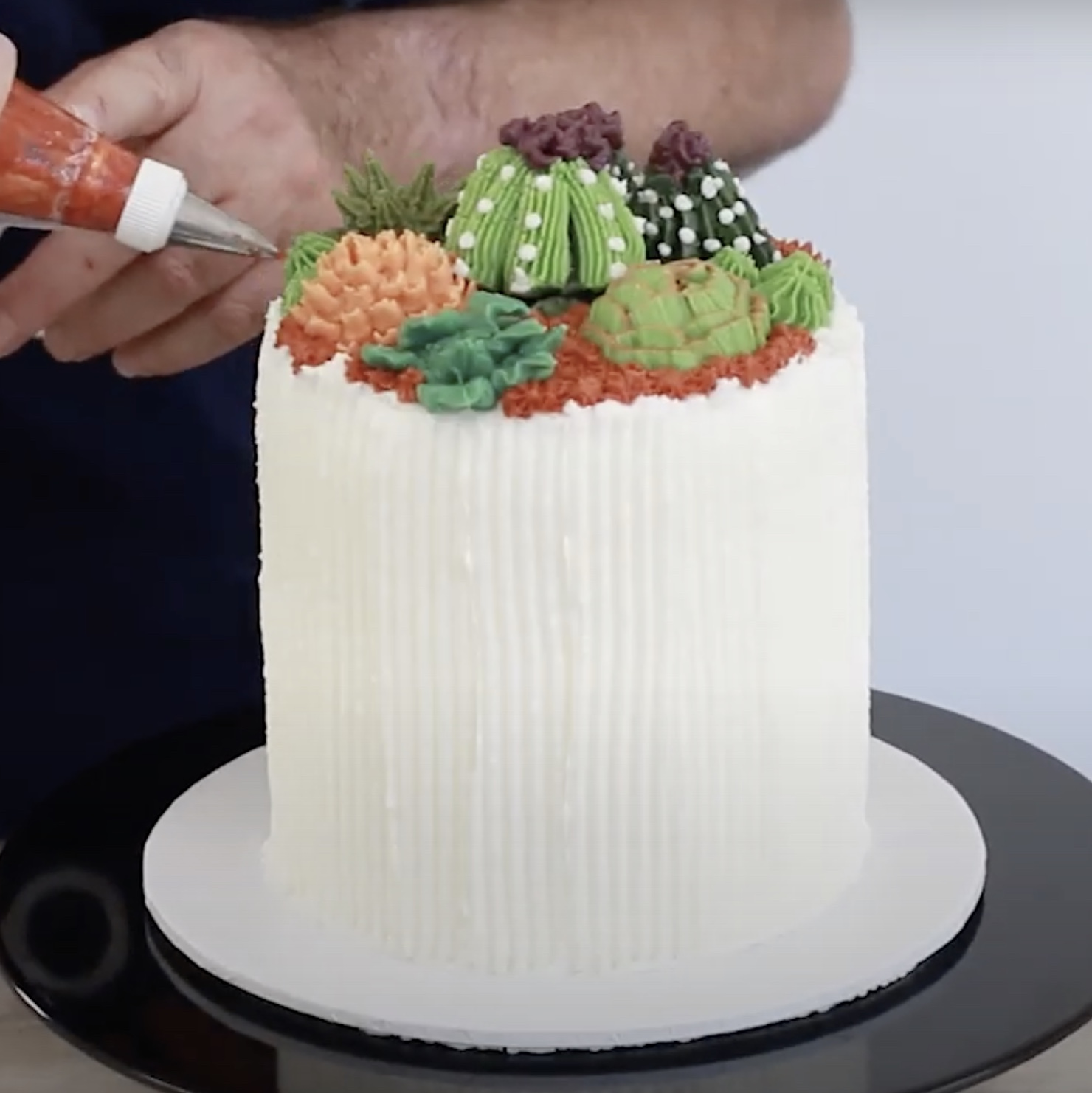 How to create a Buttercream Succulent Cake